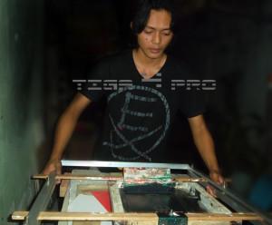 Sablon Kaos Manual Surabaya 2 300x248 Sablon Kaos Manual Surabaya | 0857 3188 928