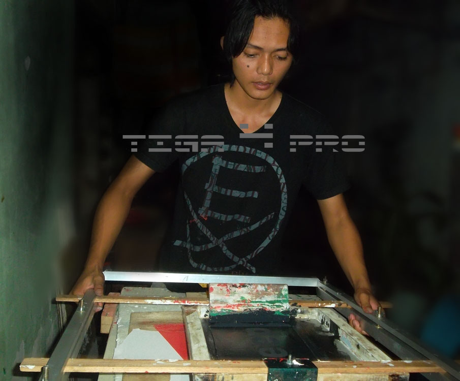 Tips Dan Trik Rahasia Sablon Rubber Manual